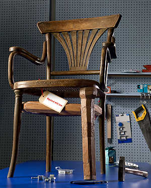 Thonet-stoel gerepareerd door Harco Rutgers, fotografie Leo Veger